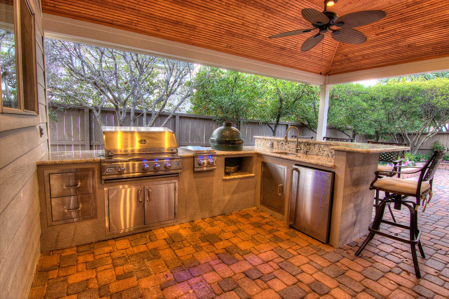 Outdoor kitchens hhi patio covers houston for Kitchen outdoor picture
