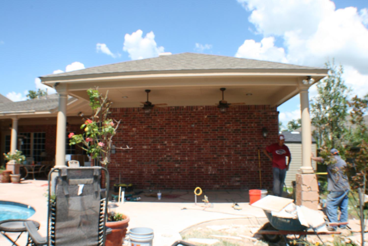 Patio cover and outdoor kitchen in houston tx hhi patio for Outdoor kitchen covered patio